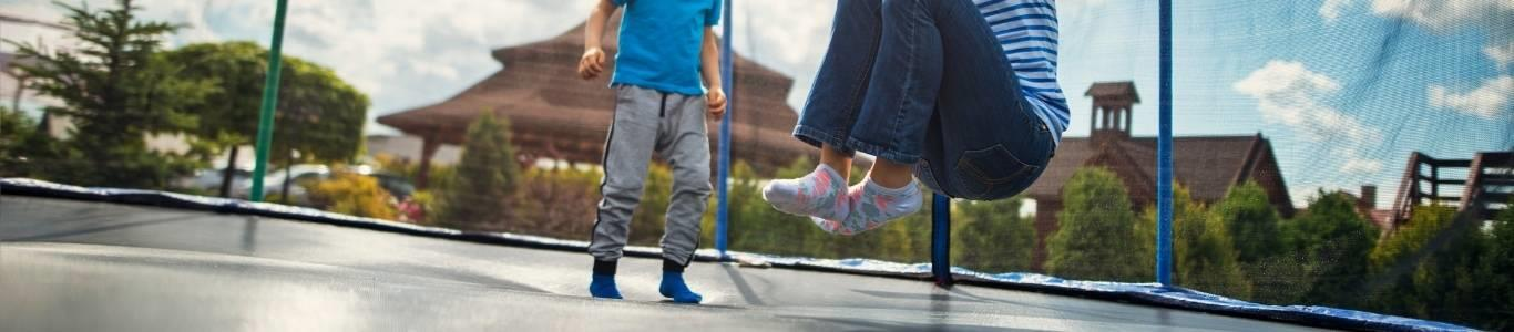 Cama elástica: ¿Cómo evitar lesiones en niños?