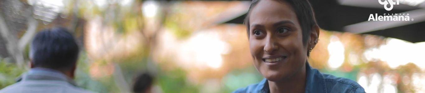Un trasplante de médula ósea salvó la vida de Emily