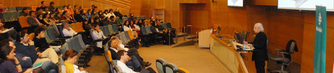 Descubridor de las neuronas en espejo dio charla en Clínica Alemana