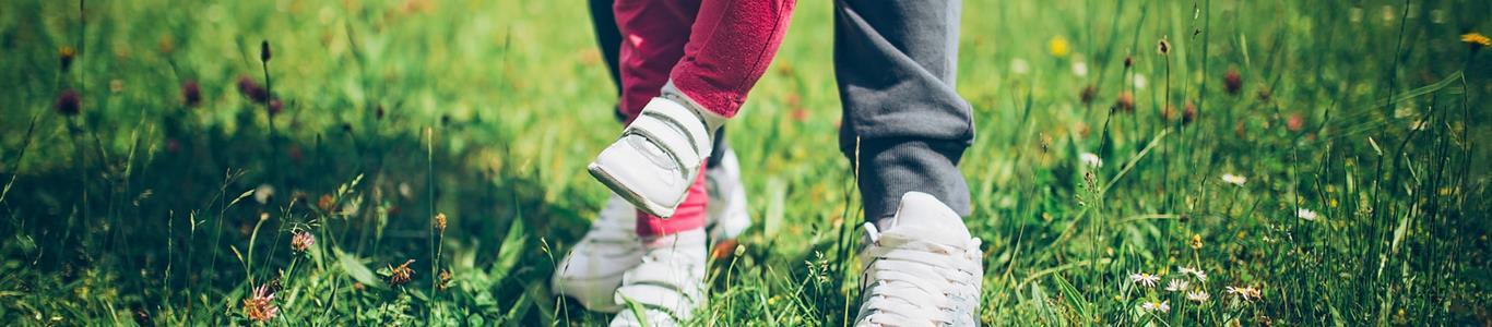 Zapatos infantiles: cómo elegir para que crezcan a paso firme